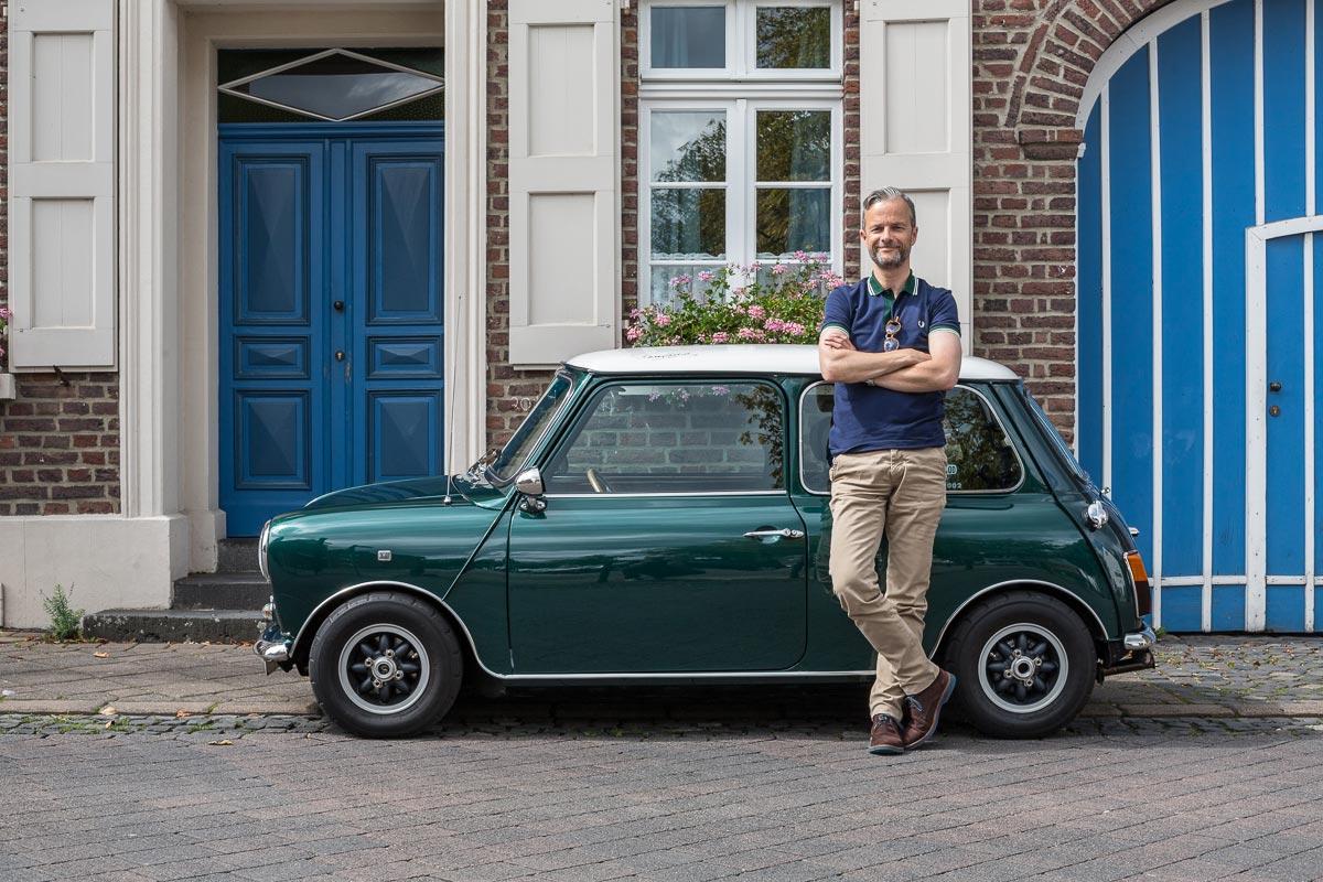 Oliver mit seinem Rover Mini Cooper SPI